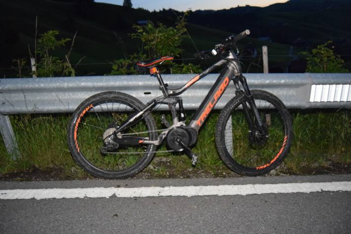 In Schwellbrunn AR ist gestern eine E-Bike-Fahrerin schwer verunglückt.
