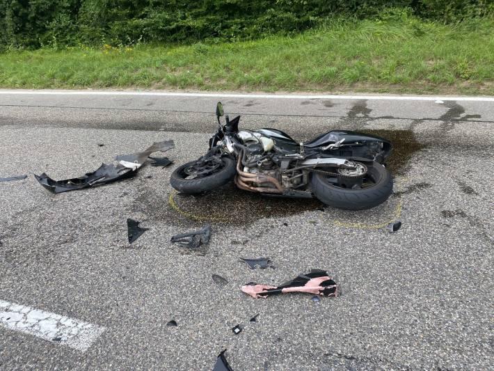 Der 19-jährige Motorradfahrer ist beim Unfall in Rüfenach AG schwer verletzt worden.