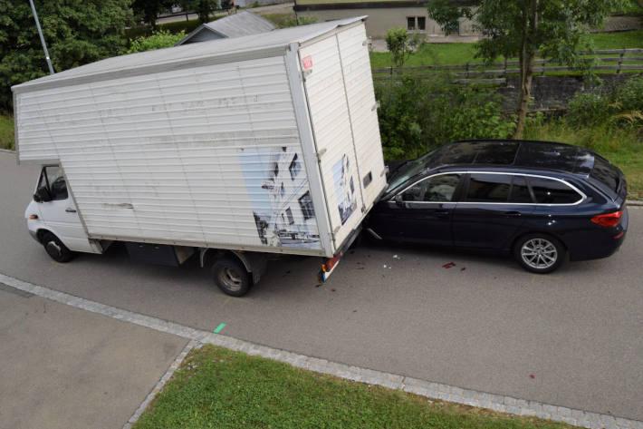 Kollision zwischen Lieferwagen und Auto Herisau AR
