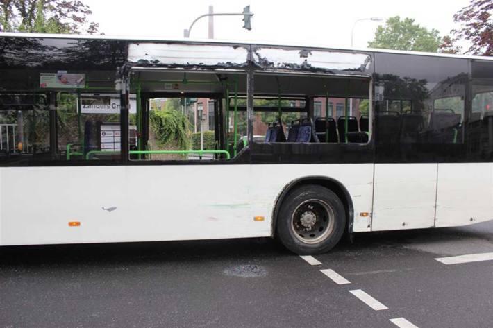 Beschädigungen am Bus in Bergisch Gladbach