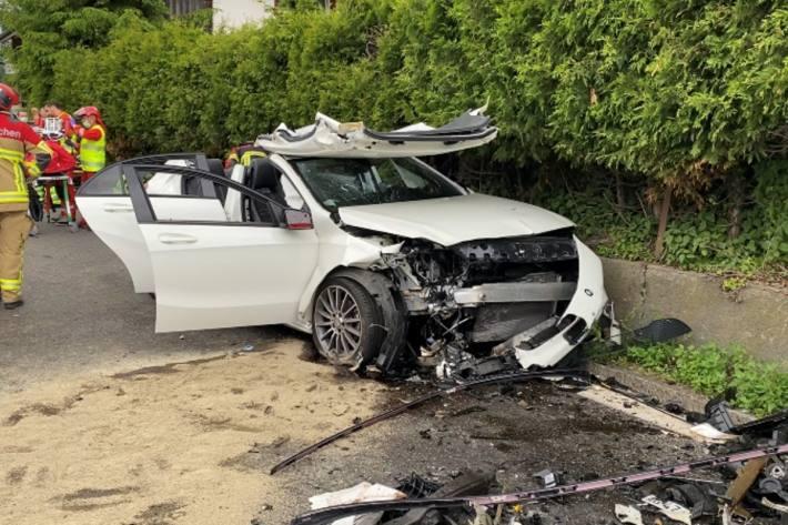 Ein heftiger Crash hat sich gestern in Teufenthal AG abgespielt.