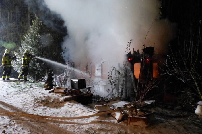 Das Haus brannte komplett nieder.