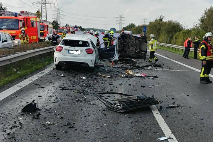 Falschfahrerin auf der A26 – zwei Personen tödlich verletzt