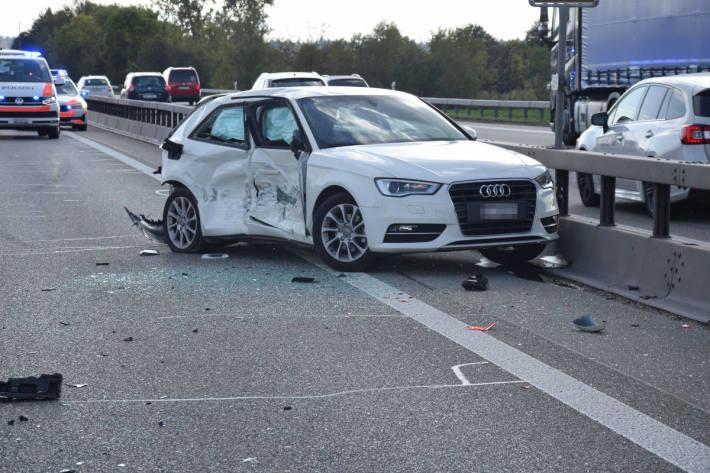 Auffahrkollision mit drei beteiligten Autos auf der A1 bei Oensingen
