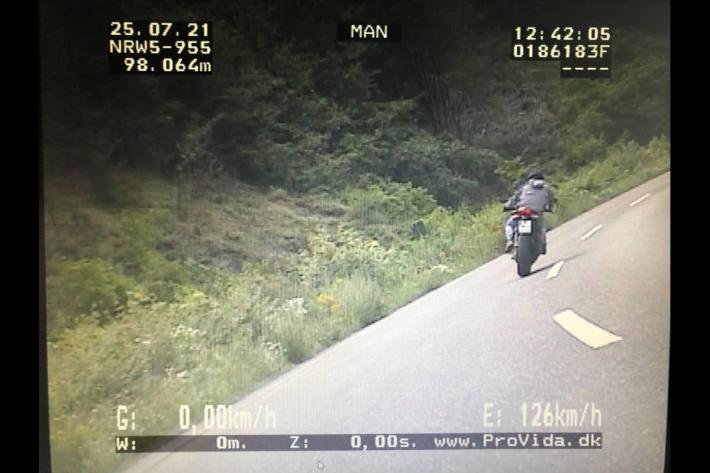 Polizei zieht Motorradraser aus dem Verkehr