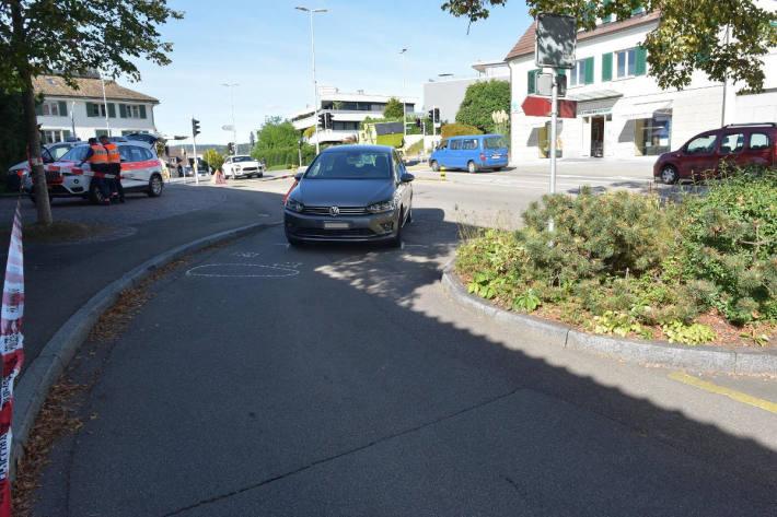 Mann bei Unfall auf Parkplatz schwer verletzt