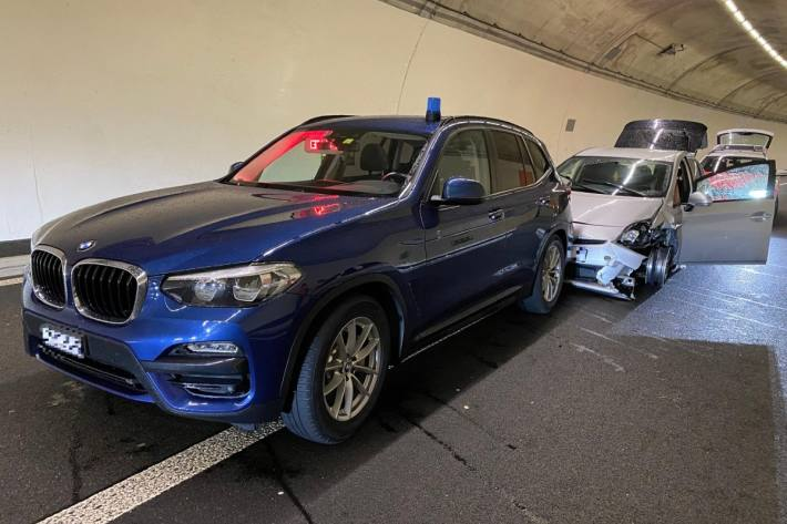 In Birmensdorf ZH stoppte die Polizei einen Falschfahrer. Grosser Sachschaden war die Folge.