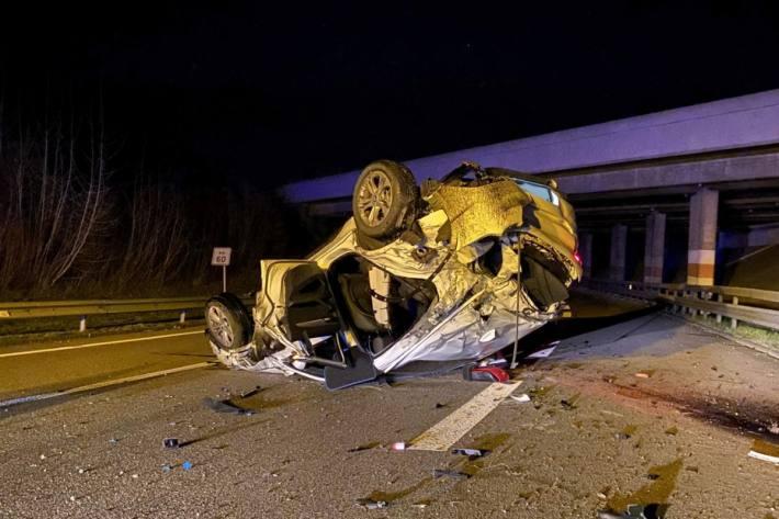 Der BMW erlitt Totalschaden.