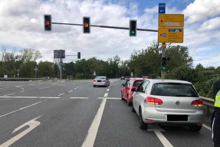 Am Unfall beteiligte Fahrzeuge auf der B9 bei Worms