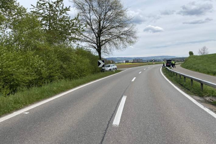 In Scherz AG musste gestern ein Autolenker einem anderen Auto ausweichen und verunfallte.