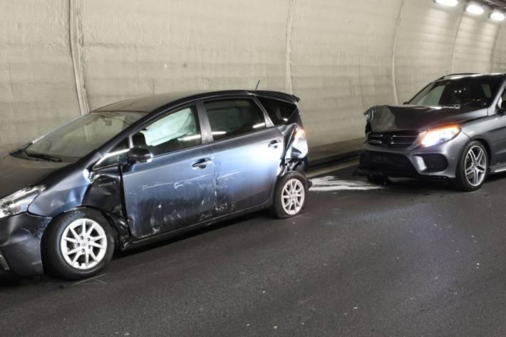 Massiver Blechschaden beim Unfall in Kriens LU auf der A2 vom Samstag.