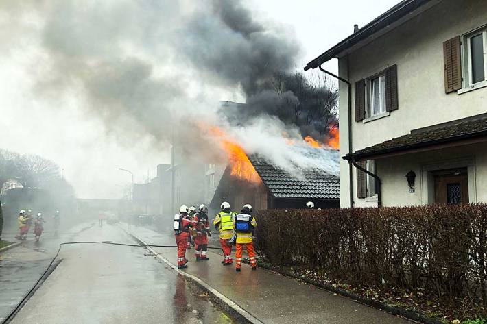 Die Bewohner eines benachbarten Hauses wurden in Brüttisellen vorsorglich evakuiert