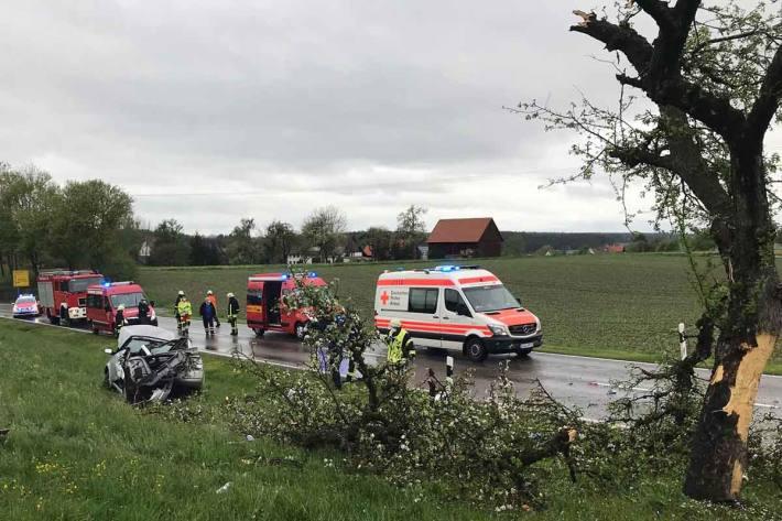 In Tafertsweiler drehte sich der Pkw und prallte mit der linken Fahrzeugseite gegen einen Baum