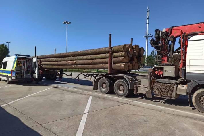 Um mehr als 10 Tonnen in Schleifreisen überladen