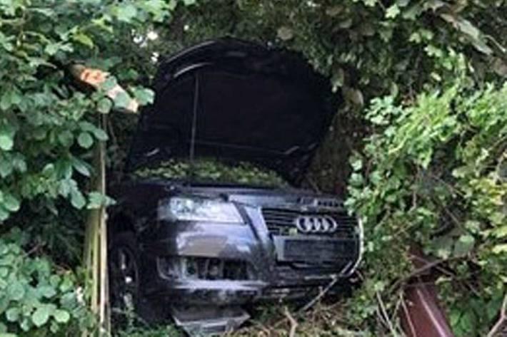 Der Audi wurde bei dem Alleinunfall so stark beschädigt, dass er nicht mehr fahrbereit war