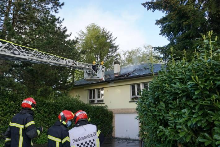 In Corminboeuf FR musste das Haus evakuiert werden.