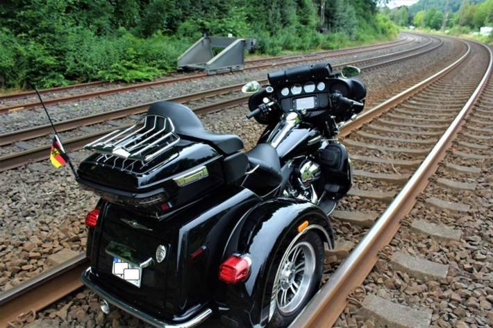 Die Ruhr-Sieg-Bahnstrecke war für die Zeit der Unfallaufnahme