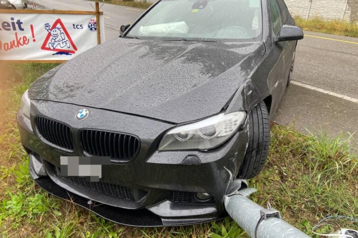 Beim Unfall in Siglistorf AG erlitt der Wagen Totalschaden.