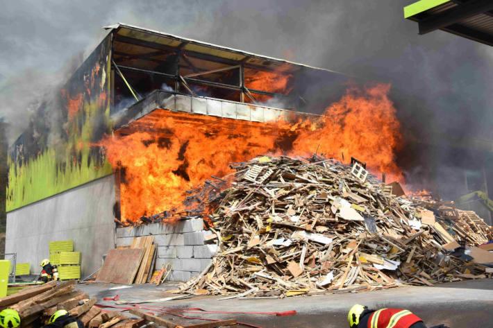Brennende Halle in Sargans