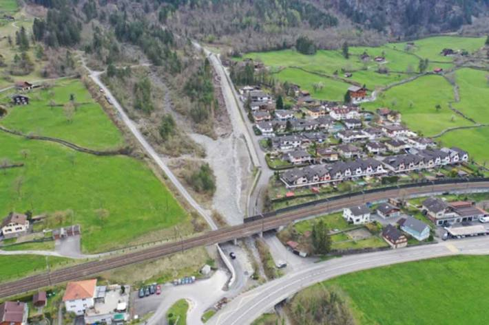 Der Längsdamm am Efibach schützt die gleichna-mige Siedlung besser vor Hochwasser und Murgänge