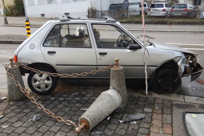 In Romanshorn TG ist gestern ein Autolenker nach einem medizinischen Problem verunfallt.