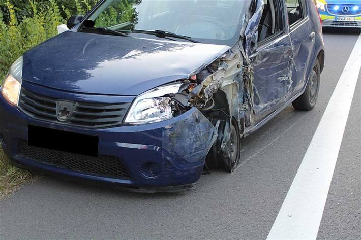Der Dacia wurde in Espelkamp erheblich beschädigt