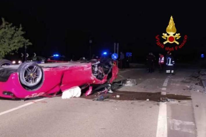Zwei Personen verletzten sich beim heftigen Crash.