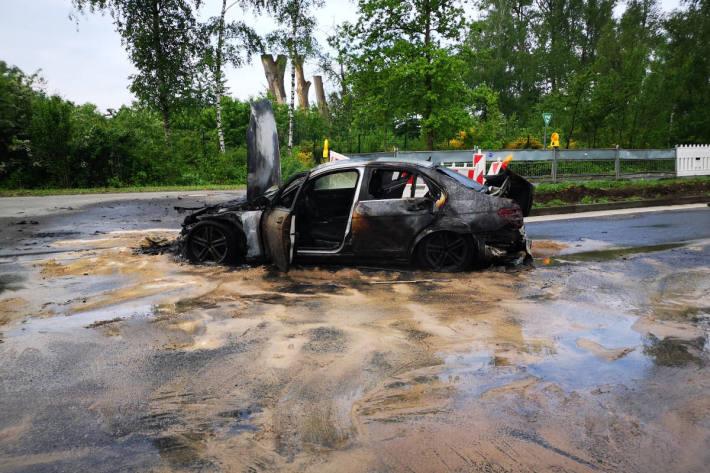 Brennender Mercedes sorgte für Verkehrsbeeinträchtigungen