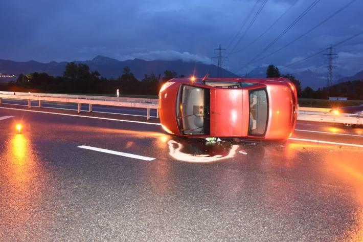 Gestern ist eine junge Autolenkerin in Schmerikon SG verunfallt.