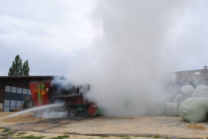 In Löhningen SH brannte eine landwirtschaftliche Maschine heute.