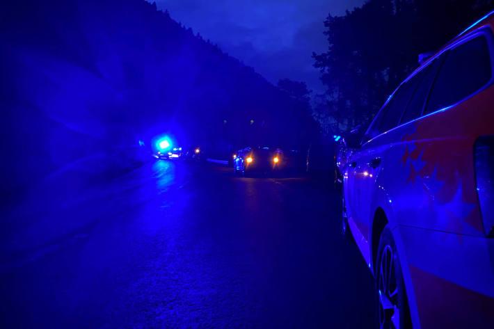 Der  Lenker  eines Personenwagens erlag auf der Unfallstelle in Martigny-Combe seinen Verletzungen
