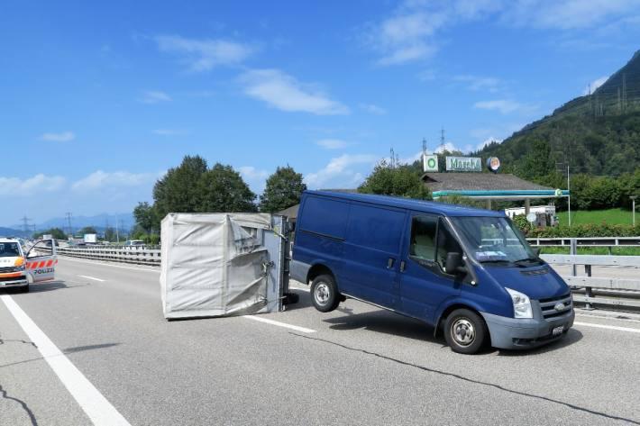 Auf der A3 kam es gestern Mittwoch zu einem Unfall in Niederunen GL.