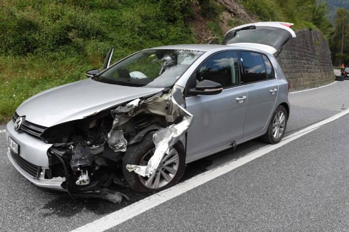 Das korrekt fahrende Auto erlitt beim Unfall in Bonaduz GR Totalschaden.
