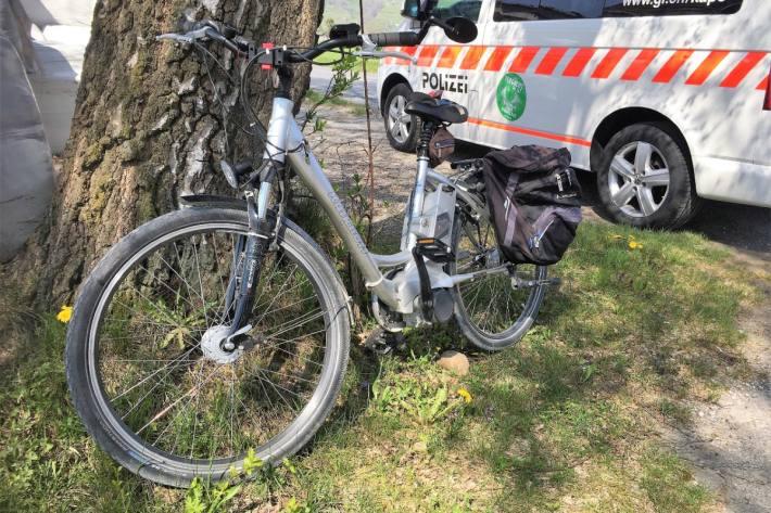 Beim Unfall in Mollis GL veretzte sich am Freitag der E-Bike Lenker.
