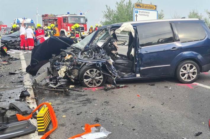 Schwerer Verkehrsunfall auf der B9