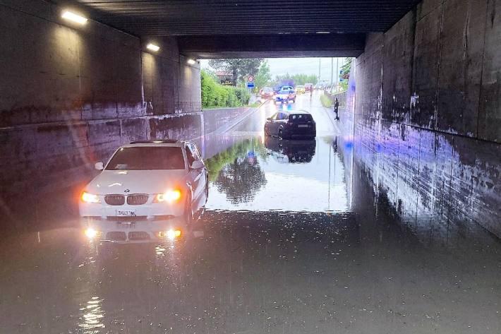 In Bilten GL ist gestern eine Unterführung unter Wasser gestanden.