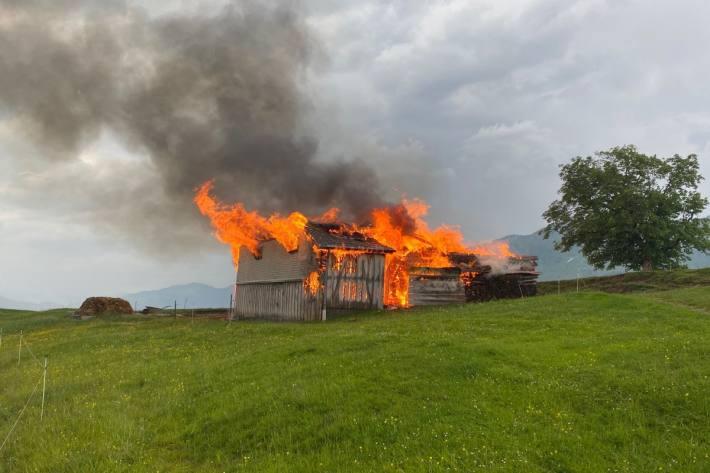 In Gonten ist ein Stall samt Tieren niedergebrannt.