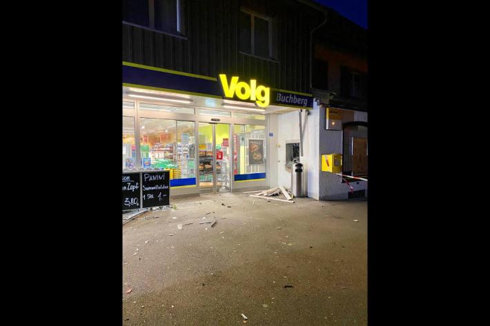 Explosionsschaden vor der Vold-Filiale in Buchberg