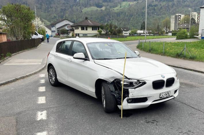 Am Unfall beteiligter BMW in Näfels
