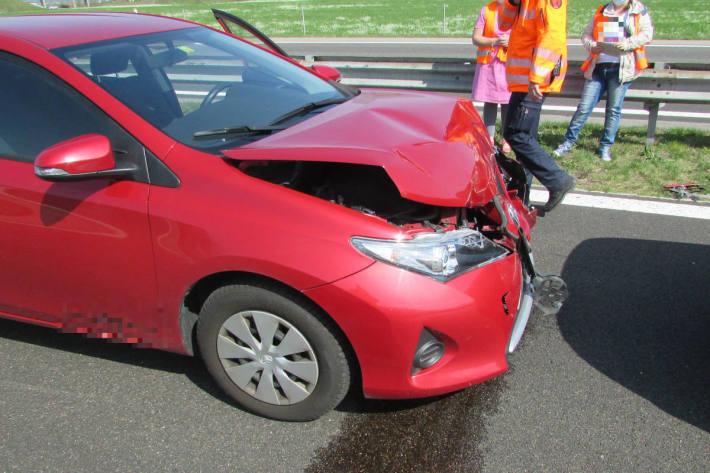 Unfallfahrzeug auf der A3 bei Benken SG nach der Kollision