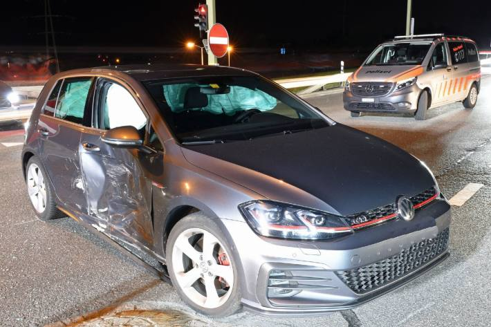Bei Ebikon LU kam es gestern zu einer Kollision mit zwei Fahrzeugen.