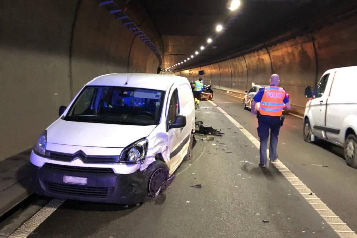 Die drei Autos erlitten Totalschaden und mussten abgeschleppt werden.