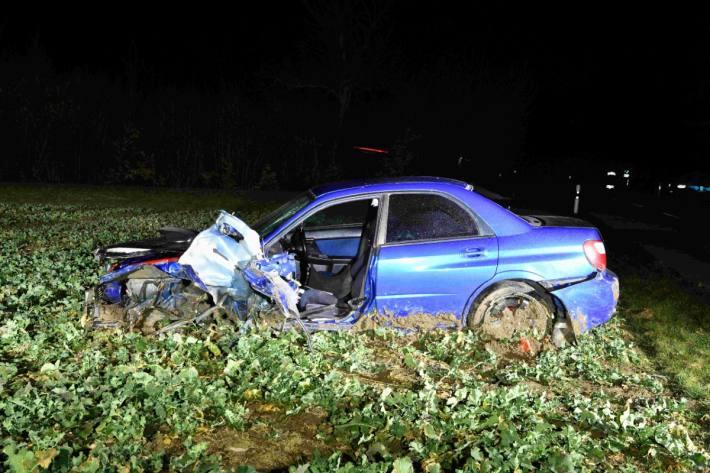 In Buttwil AG verunfallte gestern ein Lenker mit seinem Subaru.