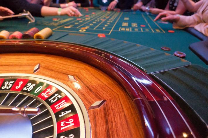 Ein Online Casino hat dem Besucher einfach viel mehr zu bieten, als eine stationäre Spielhalle (Symbolbild)