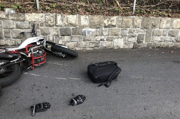 Streifkollision zwischen Motorrad und Linien-Bus