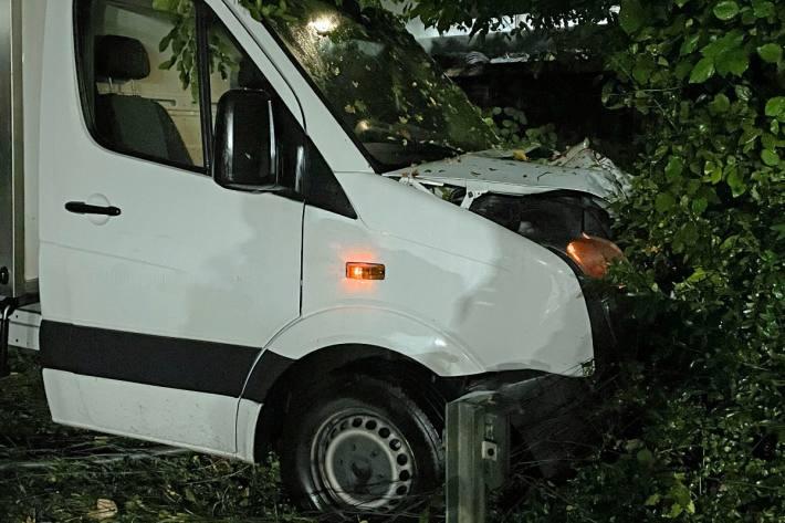Ausweichmanöver bei Littau LU endet gegen einen Baum.