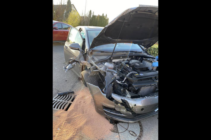 Personenwagenlenkerin verursacht Selbstunfall bei Laufen BL