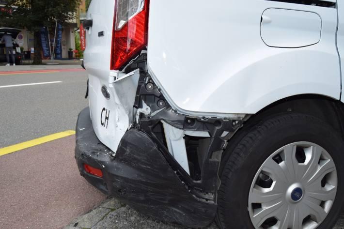 Die Lieferwagenlenkerin verletzte sich leicht.