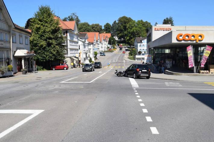 Auffahrkollision zwischen Personenwagen und Motorrad