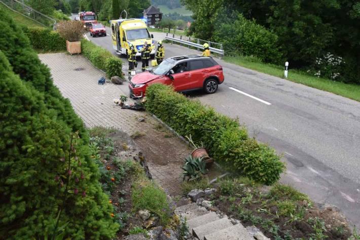 Auto überschlägt sich bei Selbstunfall in Lichtensteig